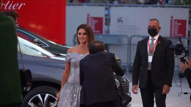 penelope cruz attends the closing ceremony red carpet during the 78th venice international film festival on september 11, 2021 in venice, italy. - penelope cruz bildbanksvideor och videomaterial från bakom kulisserna