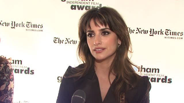 vídeos y material grabado en eventos de stock de penelope cruz on what makes tonight special and why these awards are important at the 18th annual gotham independent film awards at new york ny - penélope cruz