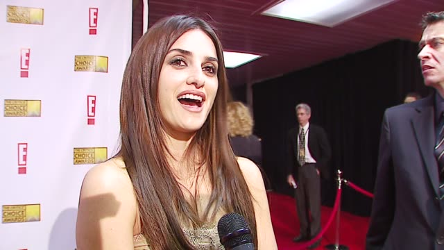 penelope cruz on what she's nominated for, on award shows at the broadcast film critics association's 2007 critic's choice awards at santa monica... - ブロードキャスト映画批評家協会点の映像素材/bロール