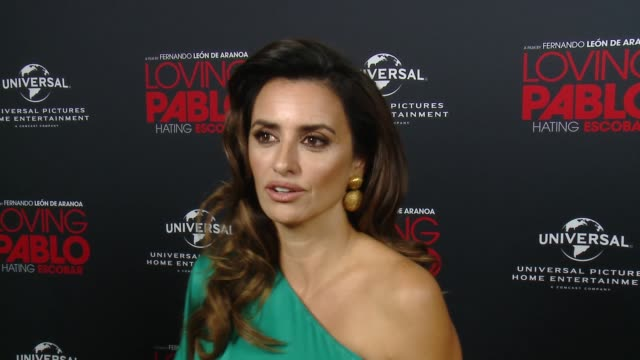 vídeos de stock, filmes e b-roll de interview penelope cruz on why this story of pablo escobar is unique what people will learn about pablo from his relationship with virginia and talks... - penélope cruz