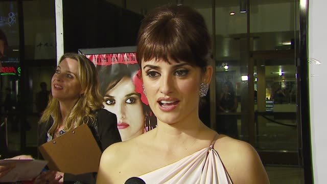 vídeos y material grabado en eventos de stock de penelope cruz on working with pedro almodovar and his influence on her career on her role in volver and her complex character on being honored... - cinerama dome hollywood