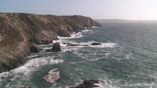 ws peninsula of crozon coast / crozon, brittany, france - finisterra bretagna video stock e b–roll