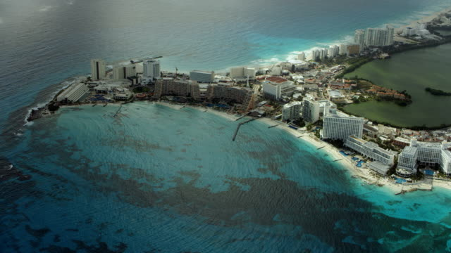 peninsula with hotels in cancun mexico - karibik stock-videos und b-roll-filmmaterial