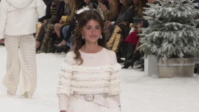 penélope cruz at paris fashion week a/w 2019/20 chanel on march 05 2019 in paris france - fashion show stock videos & royalty-free footage