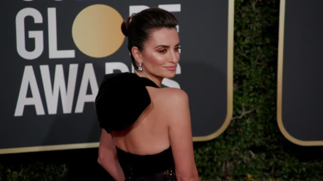 vidéos et rushes de penélope cruz at the 76th annual golden globe awards - arrivals at the beverly hilton hotel on january 06, 2019 in beverly hills, california. - penélope cruz