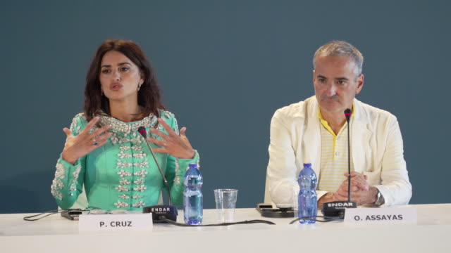 vídeos de stock, filmes e b-roll de interview penélope cruz on her biggest fears a divided world modern technologies childrens relationship with technologies at the wasp network press... - penélope cruz