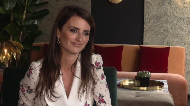 vídeos de stock, filmes e b-roll de interview penélope cruz on making 355 and taking action for women in film at everybody knows junket on may 9 2018 in cannes france - penélope cruz