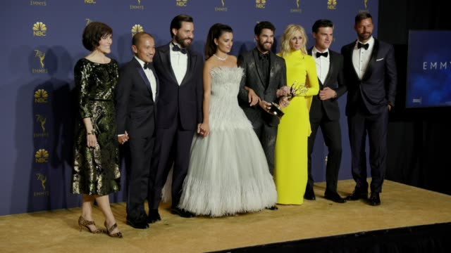 vídeos de stock, filmes e b-roll de penélope cruz ricky martin and 'the assassination of gianni versace american crime story' at the 70th emmy awards photo room at microsoft theater on... - penélope cruz