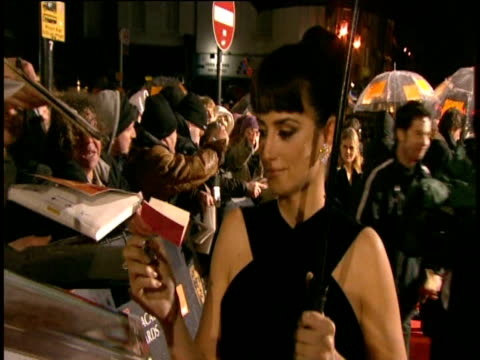 penŽlope cruz signs autographs on red carpet of british academy film awards london 8 february 2009 - pen stock videos & royalty-free footage