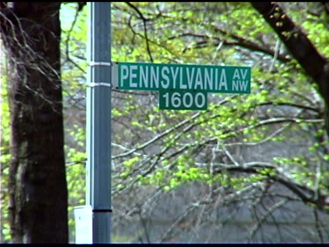 stockvideo's en b-roll-footage met pennsylvania avenue street name sign - street name sign