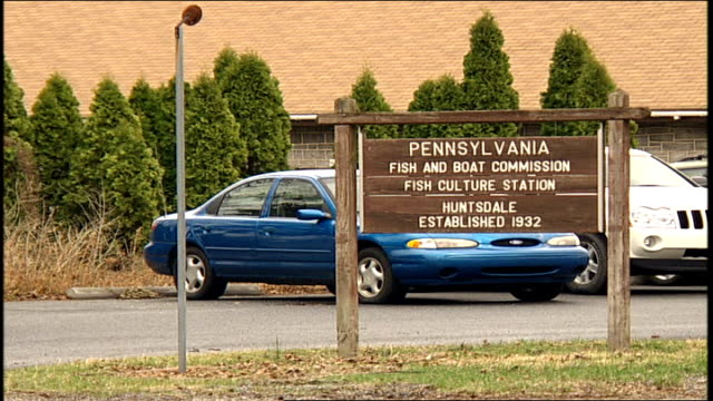 pennsylvania fish and boat commission sign - pennsylvania stock-videos und b-roll-filmmaterial
