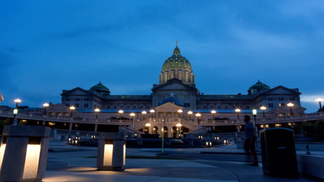 stockvideo's en b-roll-footage met pennsylvania state capitol building - pennsylvania