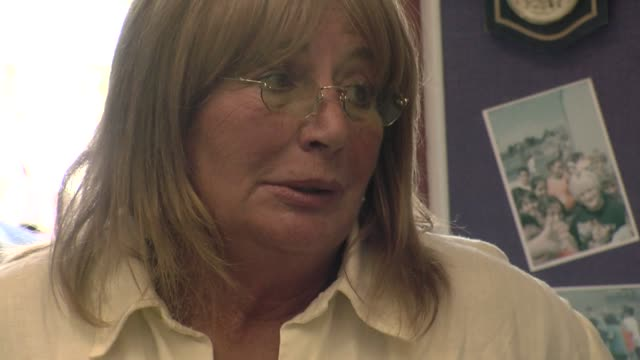 penny marshall at the a day made better by office max at los angeles ca - ペニー マーシャル点の映像素材/bロール