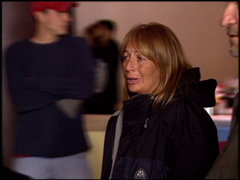 penny marshall at the 'a mighty wind' premiere at director's guide dga theater in los angeles california on april 14 2003 - ペニー マーシャル点の映像素材/bロール