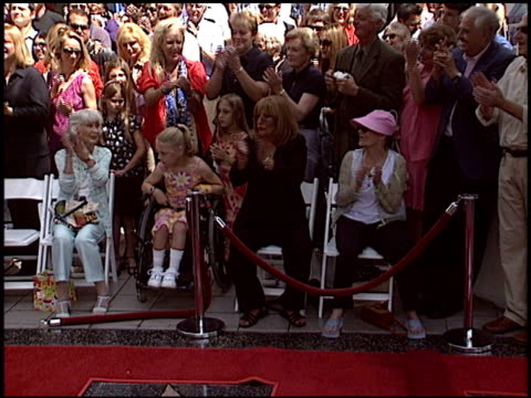 penny marshall at the dediction of laverne and shirley's walk of fame star at the hollywood walk of fame in hollywood california on august 12 2004 - ペニー マーシャル点の映像素材/bロール
