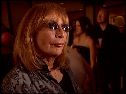 penny marshall at the race to erase ms at the century plaza hotel in century city california on may 14 2004 - ペニー マーシャル点の映像素材/bロール