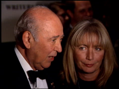 penny marshall at the writers guild awards at the beverly hilton in beverly hills california on march 19 1995 - ペニー マーシャル点の映像素材/bロール