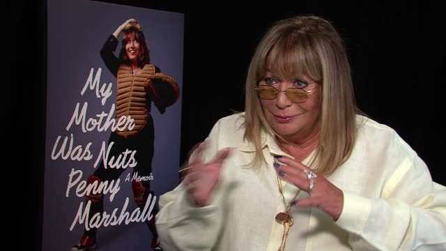 penny marshall on fred armisen imitating her on snl how lorne warned her they were imitating her on having him do her book promo because she was busy... - ペニー マーシャル点の映像素材/bロール