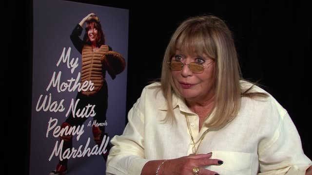 penny marshall on how her brother opened every door for her called to check on her last night see how she was doing on how he said he would open the... - ペニー マーシャル点の映像素材/bロール