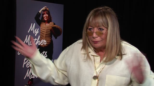 penny marshall on liking modern family jimmy fallon chris rock liking to laugh but not liking reality shows at my mother was nuts junket penny... - ペニー マーシャル点の映像素材/bロール