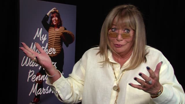 penny marshall on not knowing laverne and shirley was a rare opportunity guest star on happy days network wanted more spinoffs on how she and cindy... - ペニー マーシャル点の映像素材/bロール