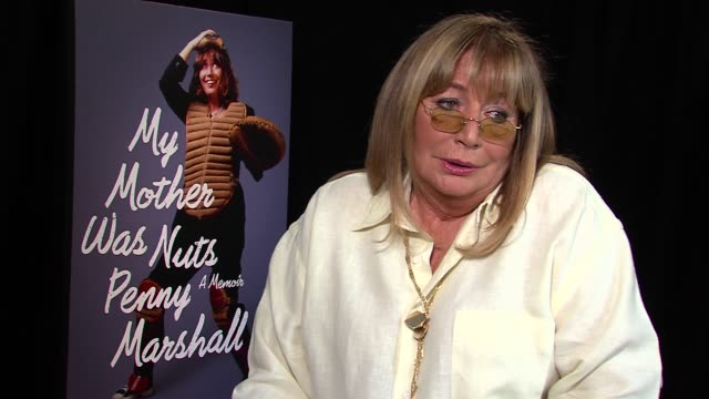 penny marshall says her brother wrote two books so she figured why not try it at my mother was nuts junket penny marshall at idpr offices on... - ペニー マーシャル点の映像素材/bロール