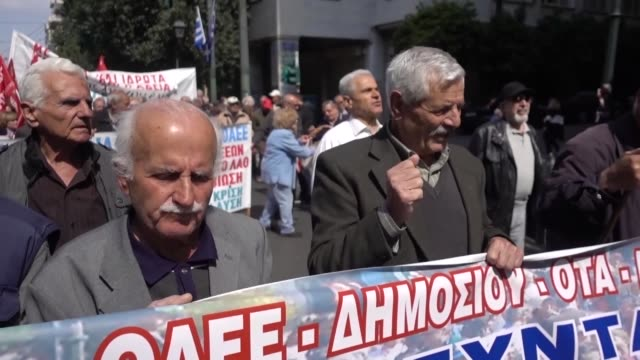 vídeos de stock e filmes b-roll de pensioners gather at klathmonas square in central athens on march 27 2019 during a demonstration to demand the return of pension funds lost as part... - athens greece