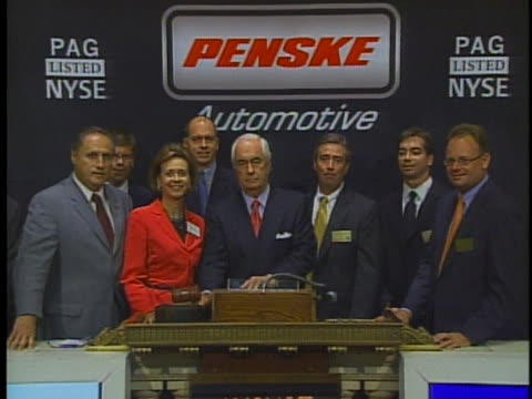 penske automotive group chairman and ceo roger s penske prepares to ring the closing bell at the new york stock exchange bringing the day's trading... - business or economy or employment and labor or financial market or finance or agriculture stock-videos und b-roll-filmmaterial