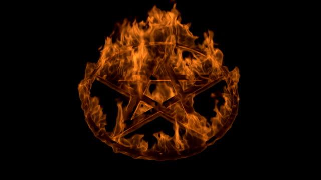 vídeos de stock, filmes e b-roll de pentagrama - chama