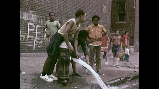 stockvideo's en b-roll-footage met people and children on the streets in the bronx; 1972 - sloppenwijk