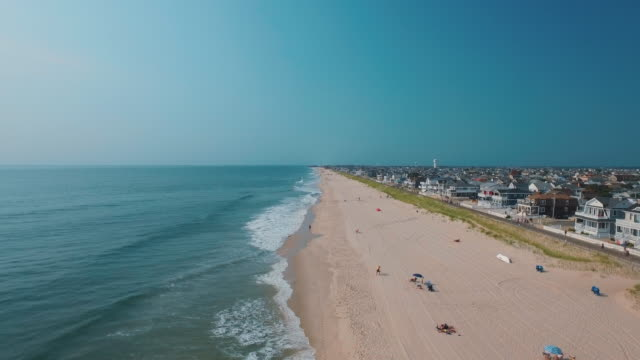 stockvideo's en b-roll-footage met people and houses at ocean beach, spring lake, new jersey, united states - new jersey