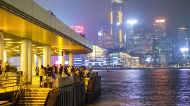 stockvideo's en b-roll-footage met 4k tl: mensen en wolkenkrabber in hong kong stad. - hong kong