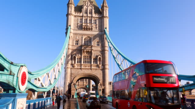 people and traffic crossing tower bridge, pan r - tower bridge stock videos & royalty-free footage