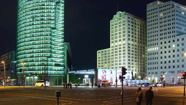ws zo t/l people and traffic in potsdamerplatz at night / berlin, germany - potsdamer platz stock videos & royalty-free footage