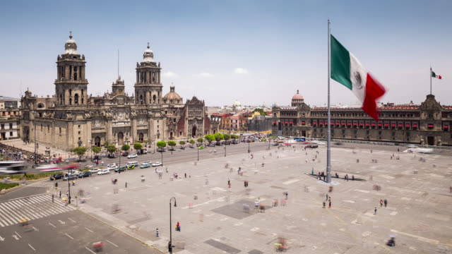 TL, WS, HA People and traffic in Zocalo, the main square / Mexico City, Mexico