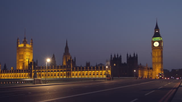 ws t/l people and traffic passing over westminster bridge near big ben and houses of parliament at night/ london, england - unknown gender stock videos & royalty-free footage