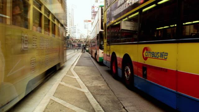 stockvideo's en b-roll-footage met ws pan t/l people and traffic passing through causeway bay intersection/ hong kong - hongkong eiland