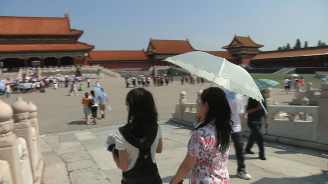 ws pan people approaching gate of supreme harmony in forbidden city / beijing, china - courtyard stock videos & royalty-free footage