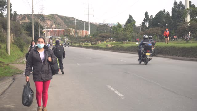 people are seen walking along the side of the road on may 05 in bogotá, colombia. due to a national strike, public transportation is affected in the... - major road bildbanksvideor och videomaterial från bakom kulisserna