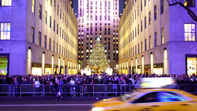 people are watching saks fifth avenue christmas light show from opposite side of 5th avenue - rockefeller center christmas tree stock videos & royalty-free footage
