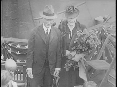 people arrive for launch of battleship uss massachusetts / secretary of navy william franklin knox and mrs knox arrive / mr and mrs charles francis... - 船の一部点の映像素材/bロール