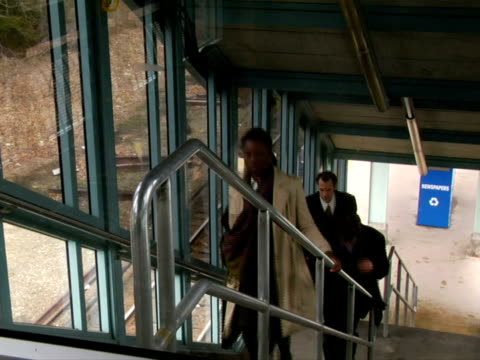 stockvideo's en b-roll-footage met ms, people ascending stairs on train station, chappaqua, new york state, usa - compleet pak