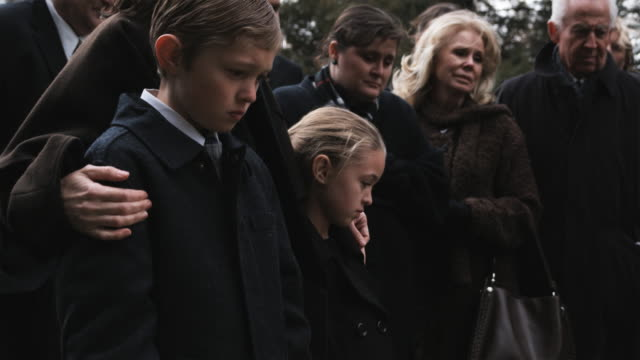 people at a funeral - begräbnis stock-videos und b-roll-filmmaterial