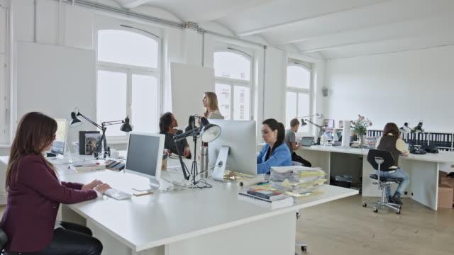 Menschen bei Kreativbüro