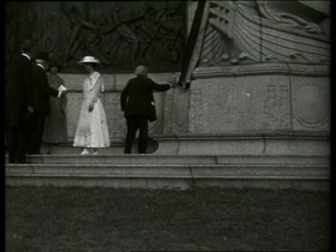 b/w people at dedication of missouri monument / vicksburg mississippi / no - 1900~1909年点の映像素材/bロール