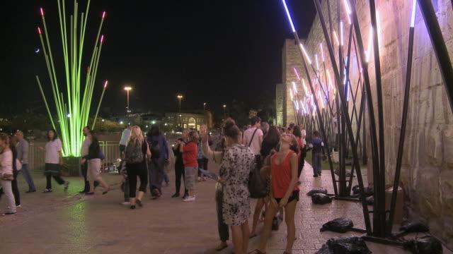 ws people at jerusalem light festival at night near jaffa gate / jerusalem, israel - jaffa stock-videos und b-roll-filmmaterial