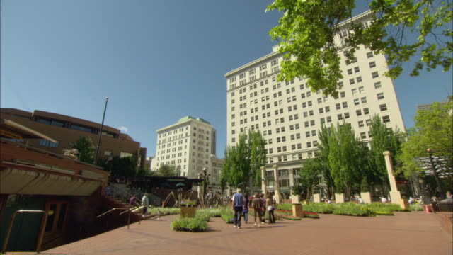 ws pan people at pioneer square / portland, oregon, usa - pioneer square portland stock videos & royalty-free footage