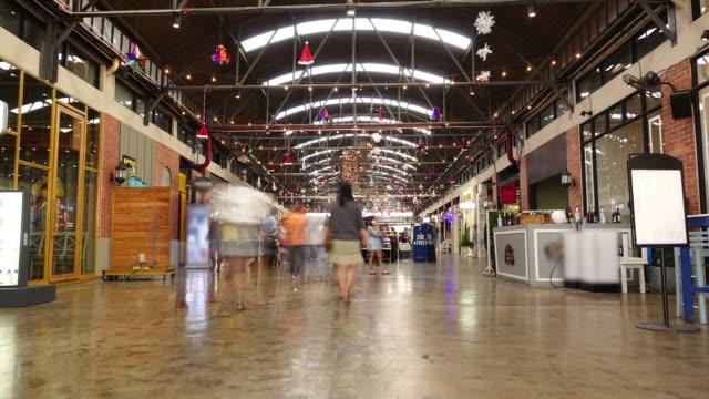 vídeos y material grabado en eventos de stock de personas en el centro comercial - restaurante flotante