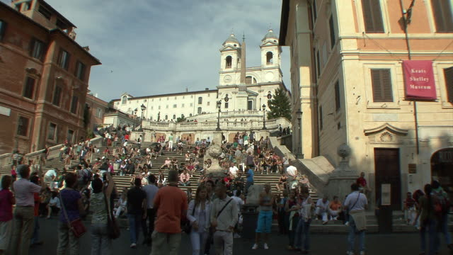 ws people at spanish steps with trinita' dei monti in background / rome, italy - photographing stock-videos und b-roll-filmmaterial