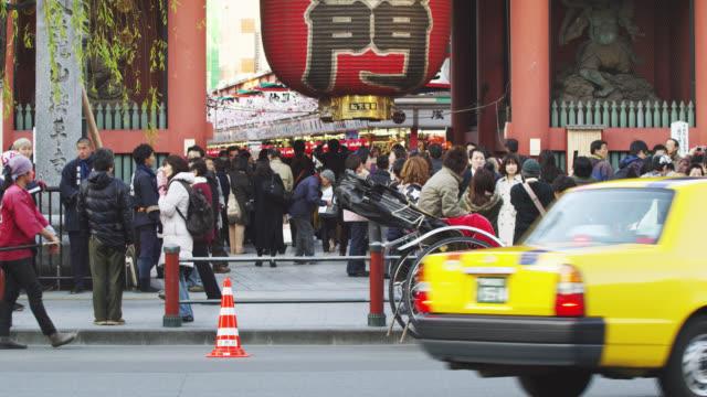 WS People at street of Kaminari Gate of Sensoji Temple in Asakusa / Tokyo, Tokyo-To, Japan